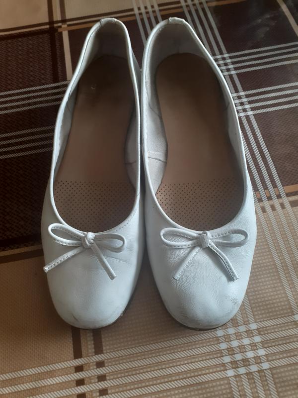 Полносьтю кожанные туфли балетки 36 размера  unisa