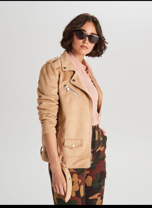 Продам новую женскую демисезонную замшевую куртку косуху
