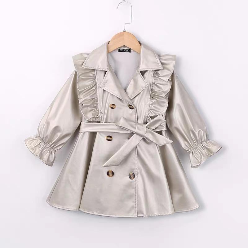 Серебристое пальто на пуговицах из эко кожи