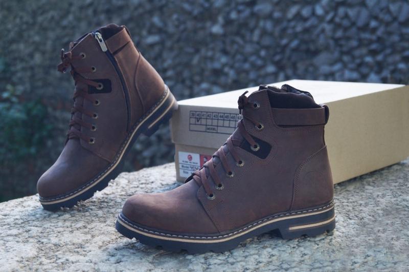 Коричневые зимние мужские ботинки на змейке
