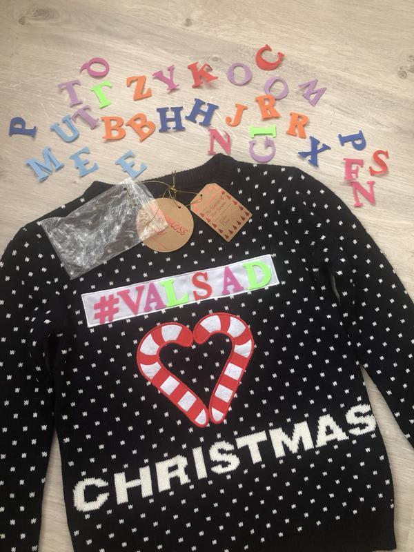 Очень классный и оригинальный новогодний свитер, джемпер вязан...