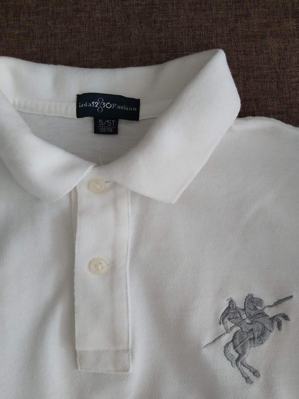 Белая футболка поло для мальчика в школу