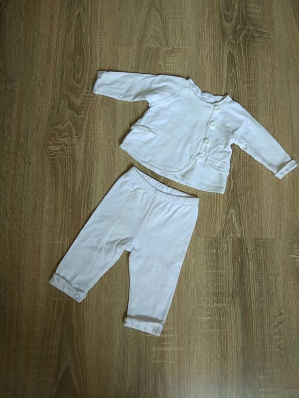 Белый костюм: кофта-куртка и штанишки на девочку 1-3 мес. от zara