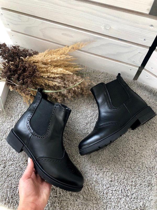 Женские демисезонные черные кожаные ботинки на резинке