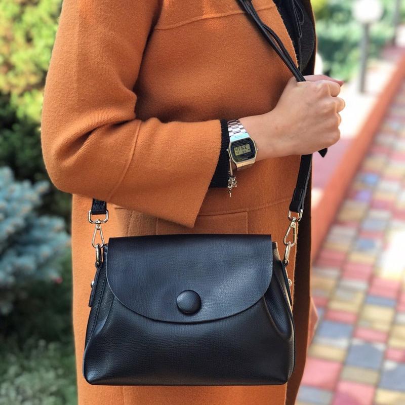 Женская кожаная сумка galanty чёрная с пуговицей жіноча шкірян...