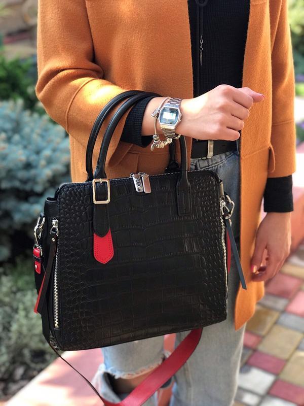 Женская кожаная сумка черная со структурой крокодила чёрная жі...