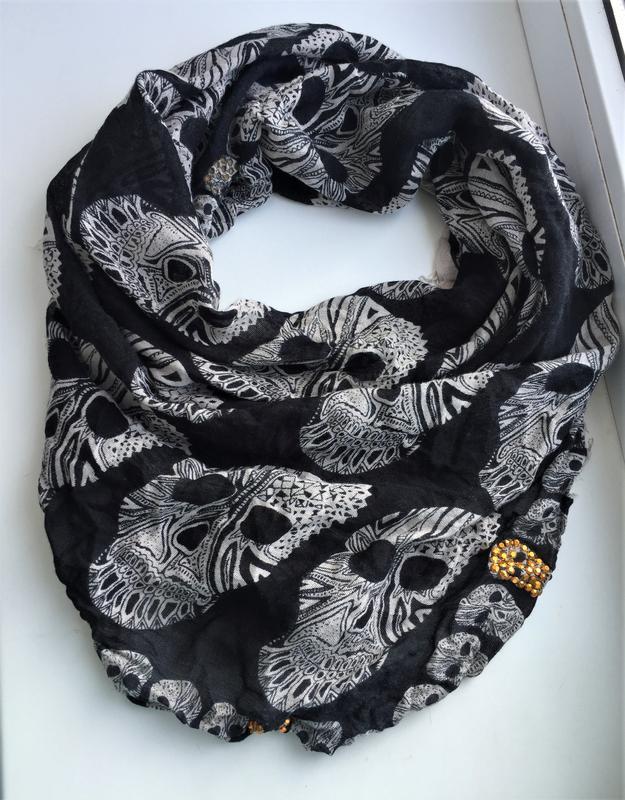 Стильный шарф с черепами avant premiere , вискоза платок - Фото 2
