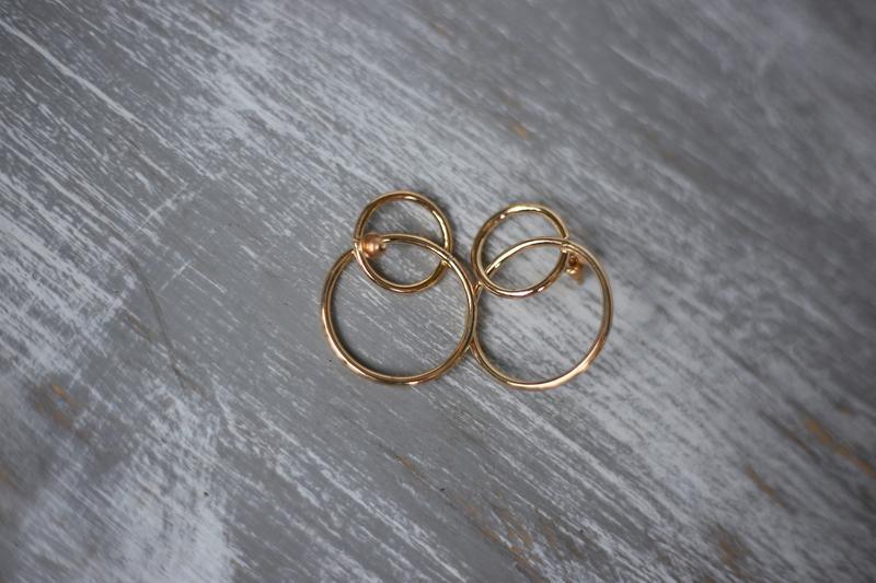 Трендовые сережки серьги кольца гвоздики