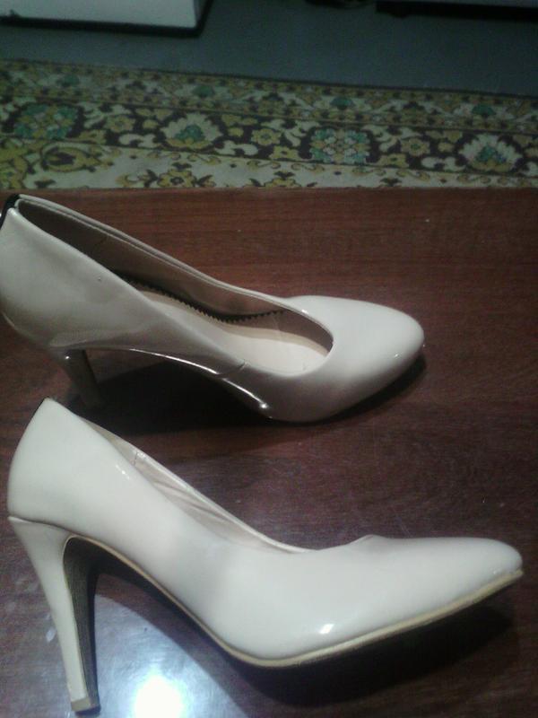Маст хэв классика жанра база гардероба бежевые туфли 38 размер