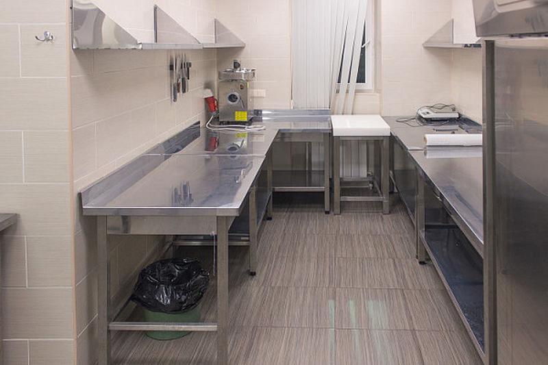 Мебель из нержавеющей стали: столы, колоды, мойки, шкафы, тумбы