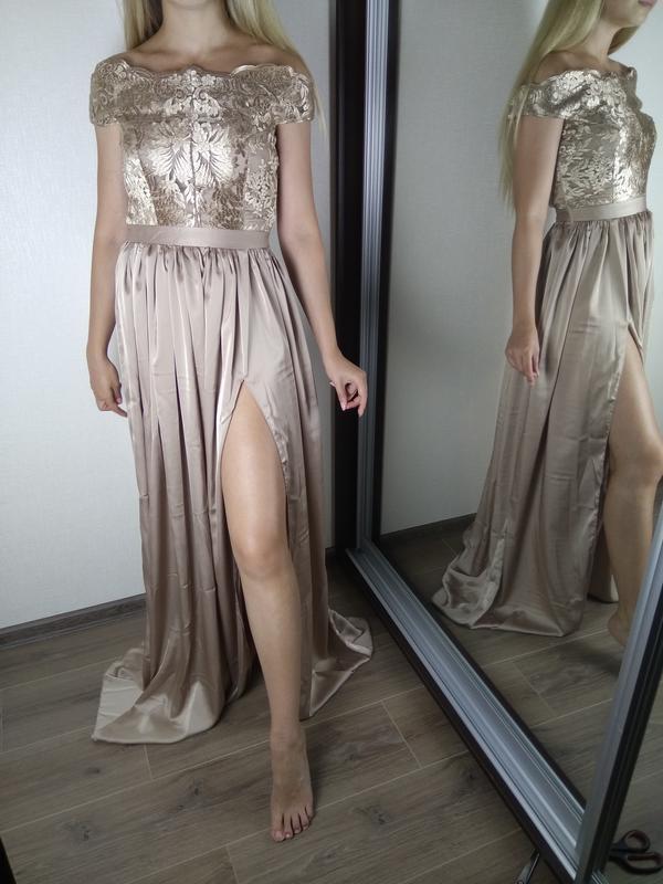 Бежевое платье в пол с открытыми плечами и кружевным верхом - Фото 2