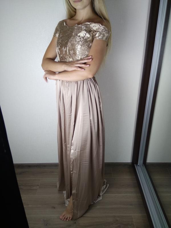 Бежевое платье в пол с открытыми плечами и кружевным верхом - Фото 5