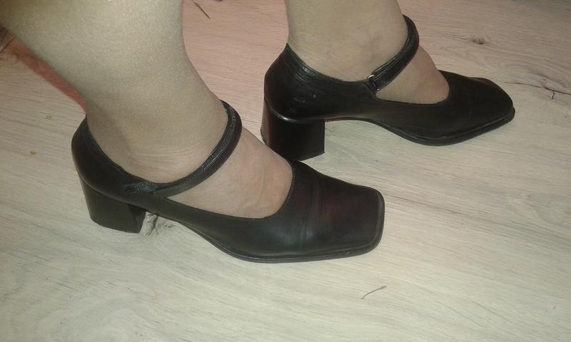 Стильные туфли на широком каблуке р 38