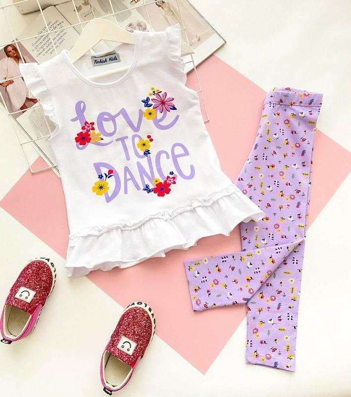 Красивый костюм для девочки футболка, лосины
