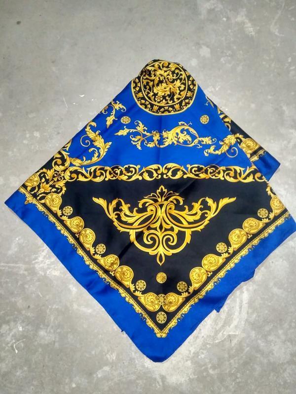 Винтажный платок с принтом с стиле versace