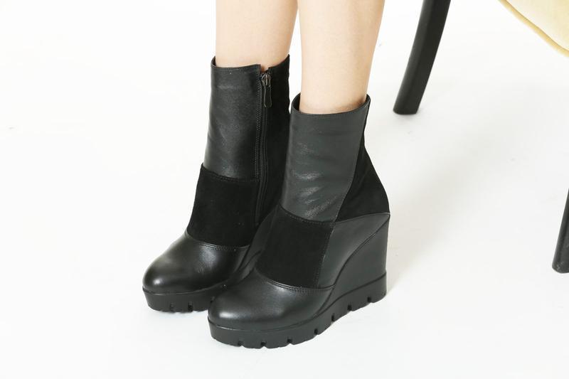 Кожаные замшевые женские черные демисезонные ботинки на танкет...