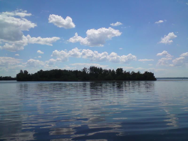 Семейный отдых на островах. Загар для девушек (на лодке)
