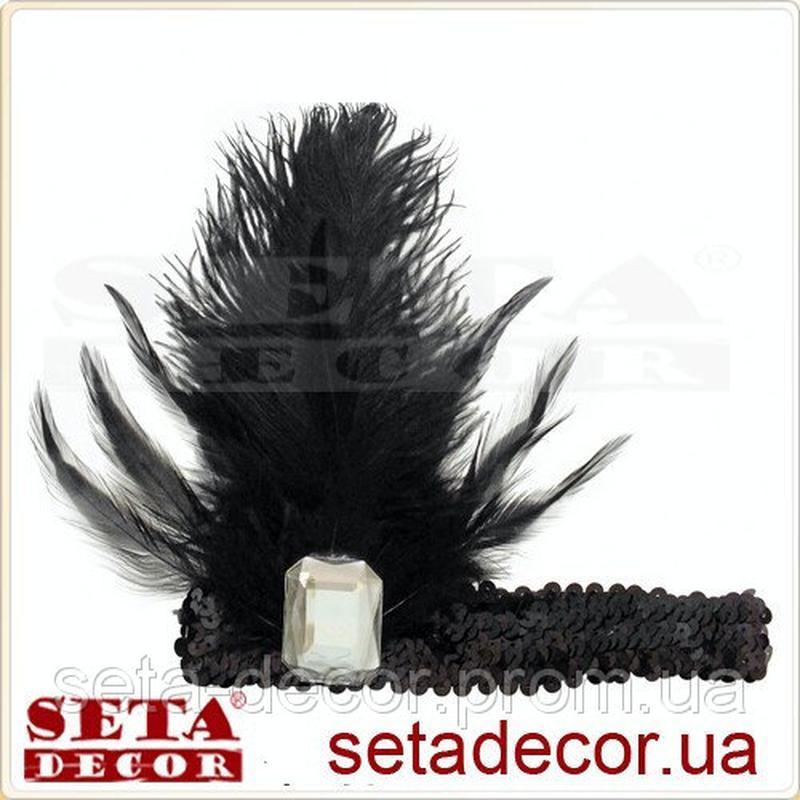 Повязка-резинка с чёрными перьями и стразом на гангстерскую ве...