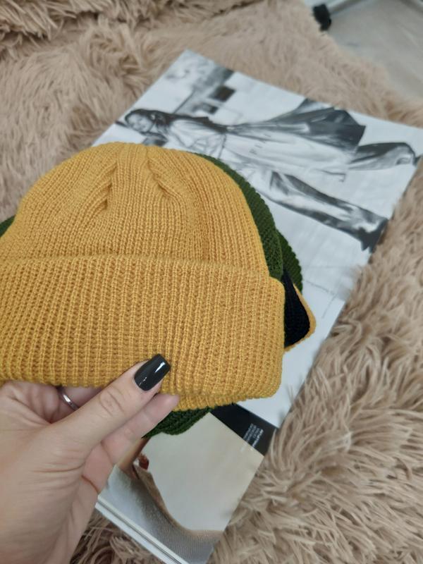 Шапка бини тренд сезона, горчичная короткая шапка
