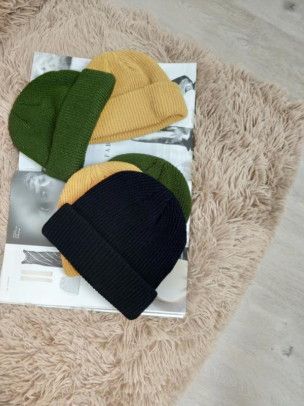 Шапка бини тренд сезона, короткая шапка хаки