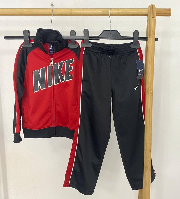 Новый, оригинальный спортивный костюм nike 5t