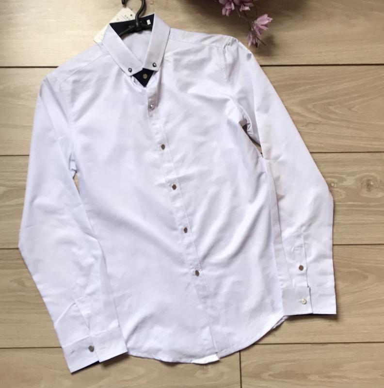 Белая мужская рубашка с длинным рукавом