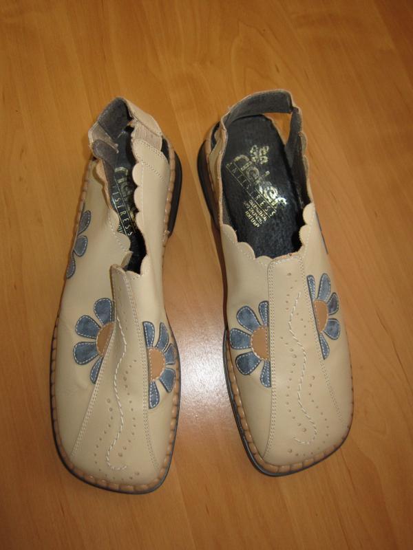 Удобные кожаные туфли босоножки rieker аппликация цветы