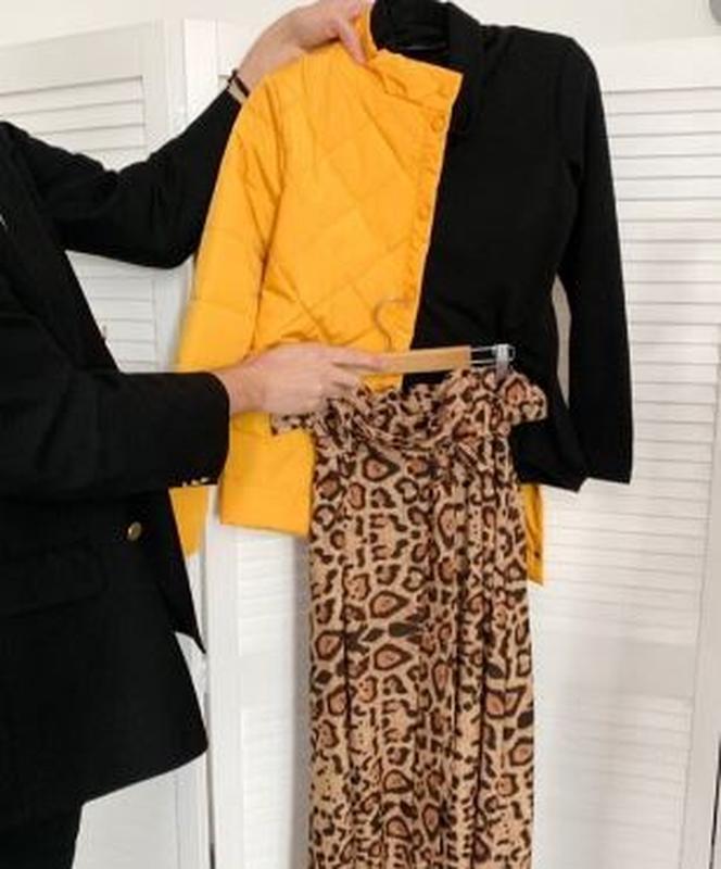 Куртка деми стеганая короткая желтая яркая курточка - Фото 5