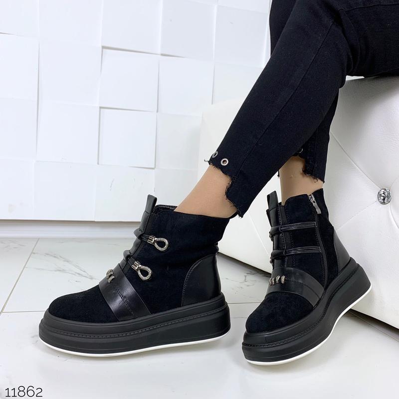 Стильные зимние ботинки черного цвета - Фото 3