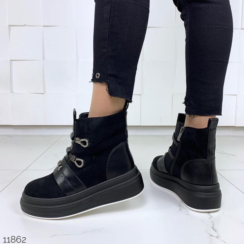 Стильные зимние ботинки черного цвета - Фото 6