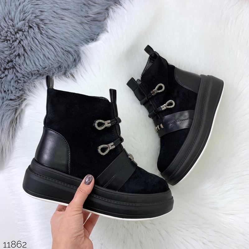 Стильные зимние ботинки черного цвета - Фото 8