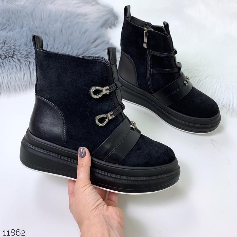 Стильные зимние ботинки черного цвета - Фото 9