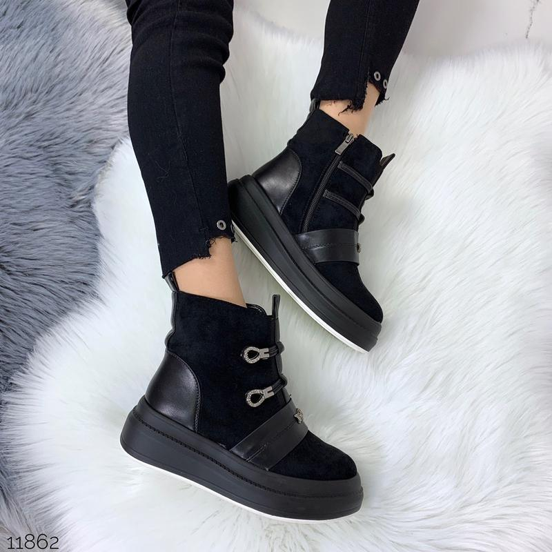 Стильные зимние ботинки черного цвета - Фото 10