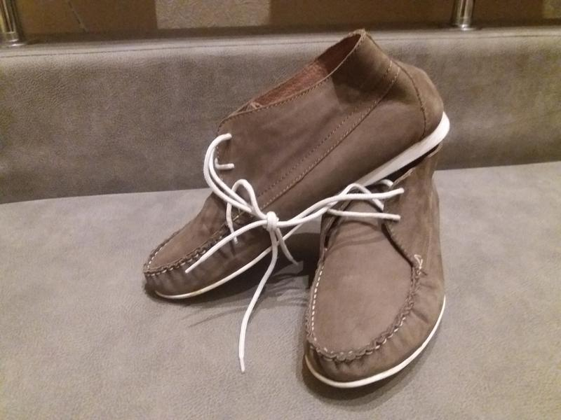 Бежевые замшевые ботинки дезерты 40р