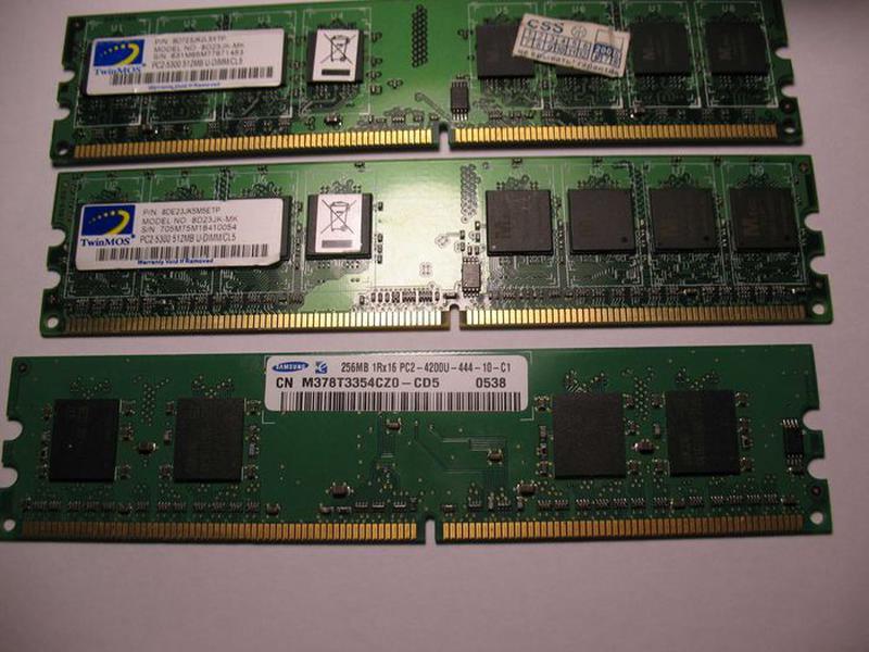 Оперативка Dimm pc2 5300 512mb  2шт/  Dimm pc2-4200 256mb 1шт ...