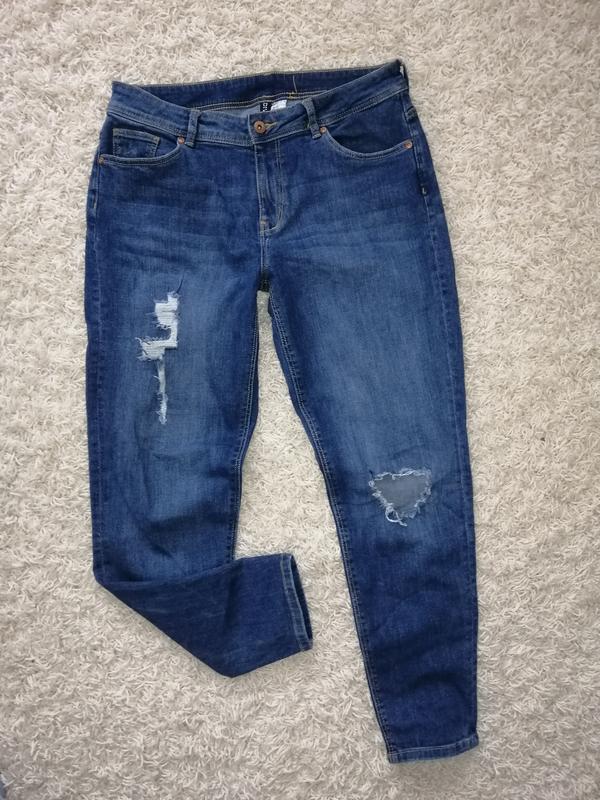Классные рваные женские джинсы divided 38 в прекрасном состоянии