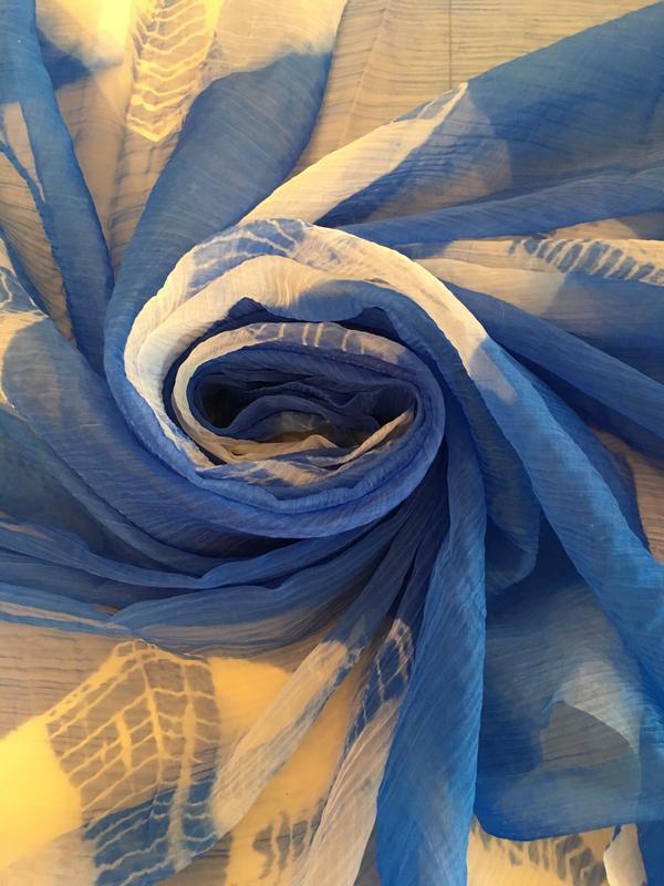 Ярко синий шарф платок парео шаль