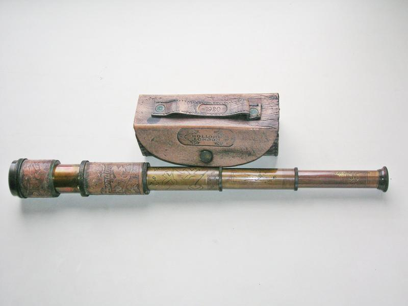 Подзорная труба Dollond London в кожаном футляре. Новая