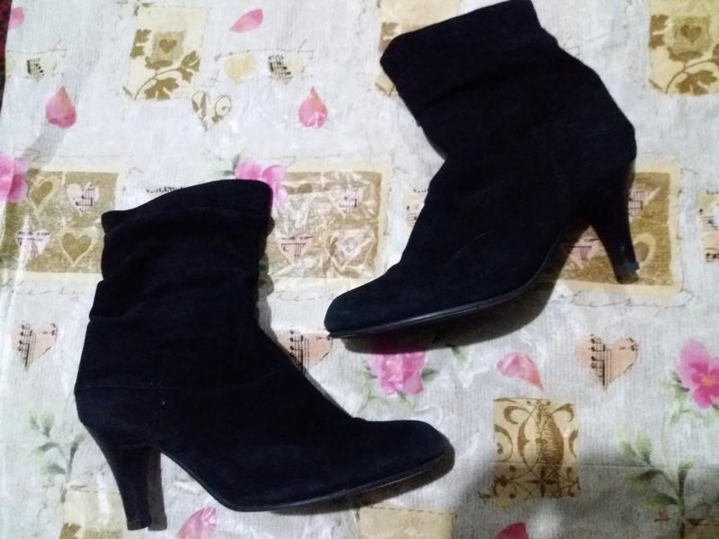 Замшевые ботиночки на каблуке 41рр