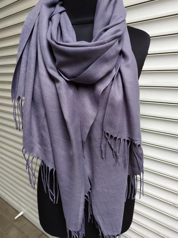 Палантин пашмина шарф однотонный серый в наличии - Фото 4