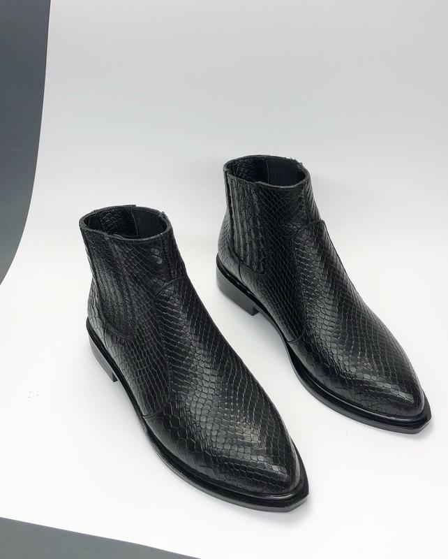 Натуральная кожа. люксовые зимние кожаные ботинки с узким носк...
