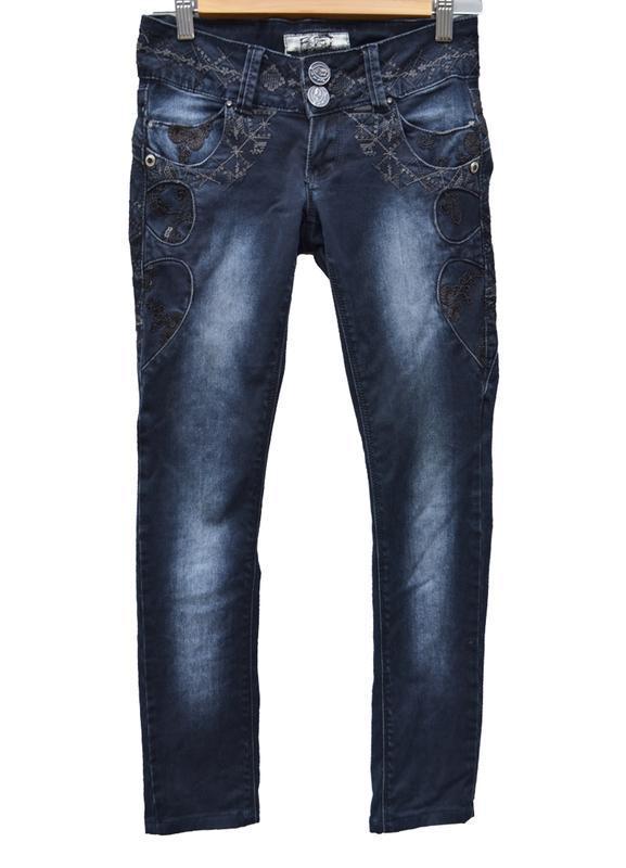 Оригинальные женские джинсы на не высокую девушку