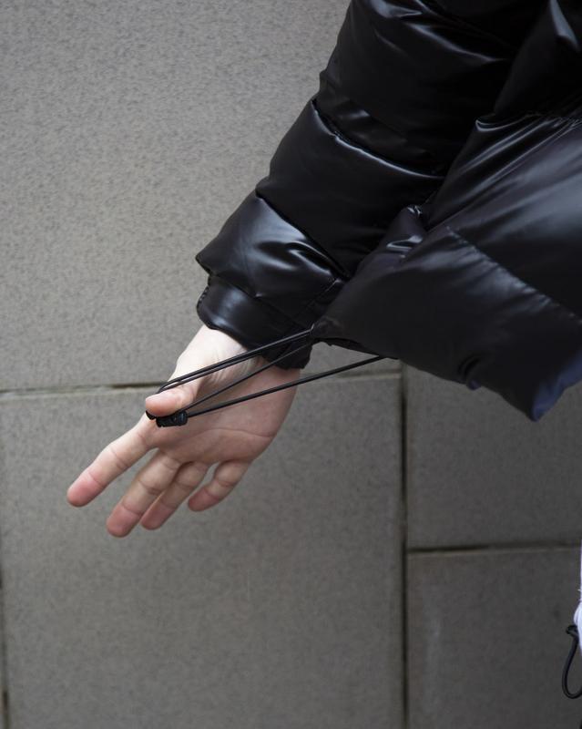 Короткая куртка-пуховик мужская черная 7970 - Фото 8