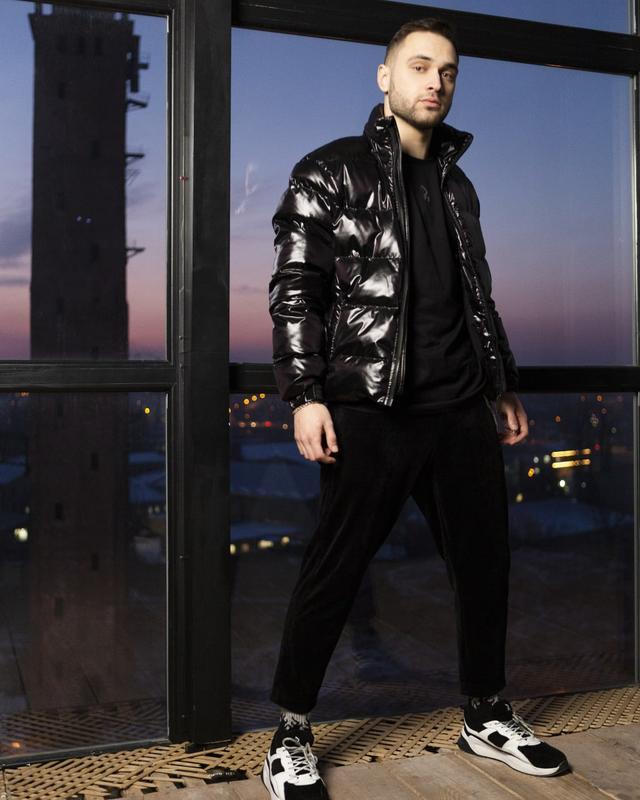 Короткая куртка-пуховик мужская черная 7970 - Фото 9