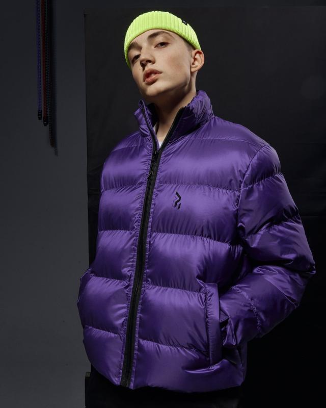 Короткая мужская куртка-пуховик фиолетовый - Фото 5