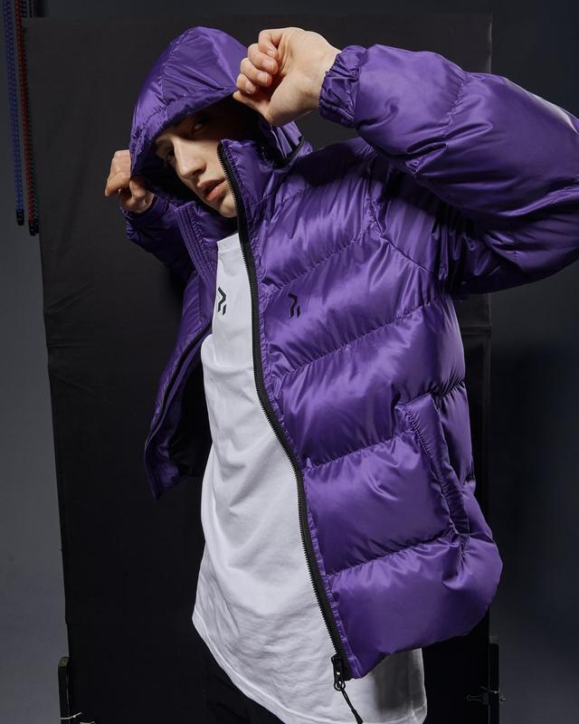 Короткая мужская куртка-пуховик фиолетовый - Фото 6