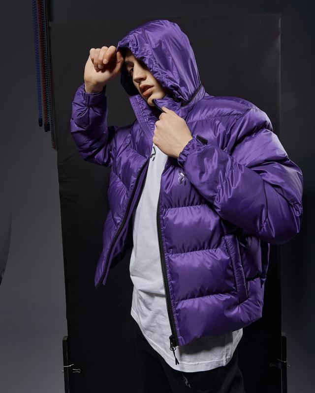 Короткая мужская куртка-пуховик фиолетовый - Фото 7