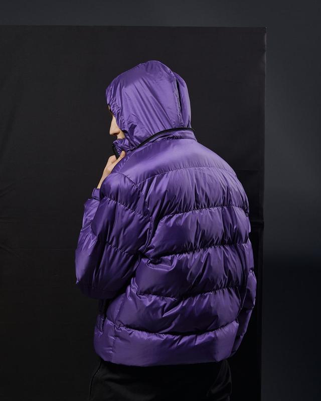 Короткая мужская куртка-пуховик фиолетовый - Фото 8