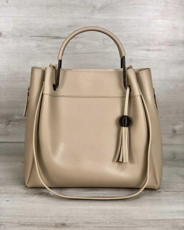 Модная женская сумка бежевого цвета - Фото 5