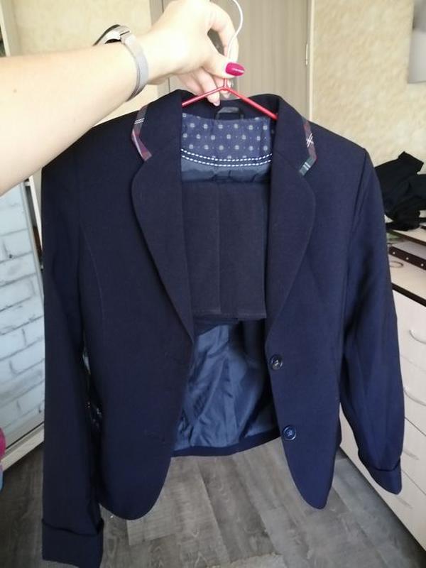 Продам школьную форму для девочки (юбка + пиджак)